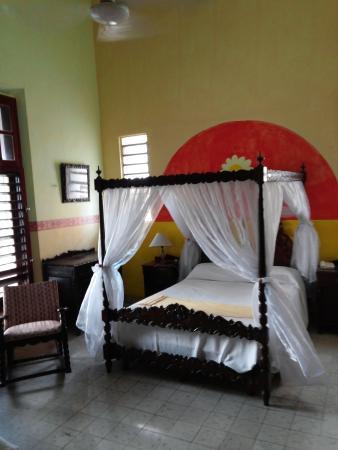 Hotel Posada Toledo & Galeria: My bed.