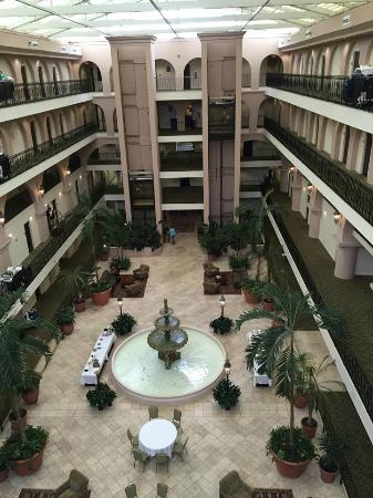 Embassy Suites by Hilton Charleston - Historic Charleston : View of the lobby from the glass elevator