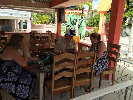 Tropical Paradise Restaurant: Indoor / Outdoor Seating