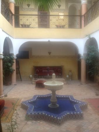 Riad Fatinat Marrakech: Reception area