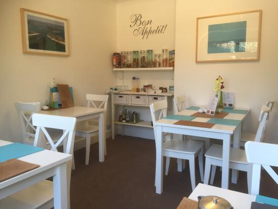 The Mariners Guest House: The dining room!