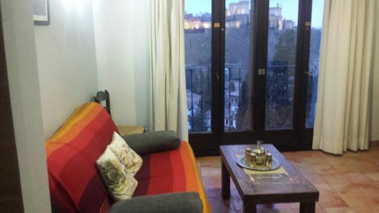 Apartamentos Montesclaros: Salón con vistas a la Alhambra