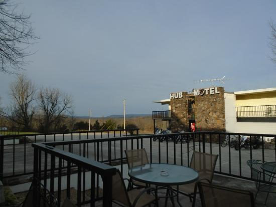 The Hub Motel : View from restaurant patio