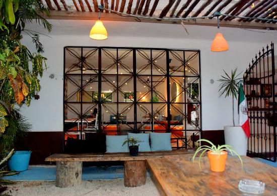 Teetotum Hotel: Excellent spot for a drink