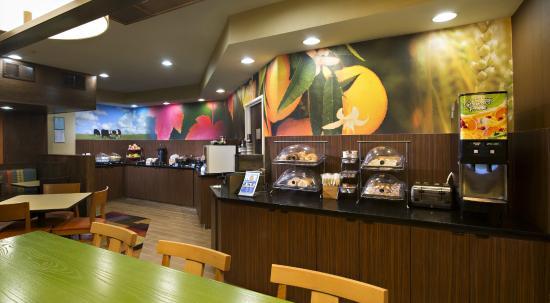 Fairfield Inn Huntsville: Breakfast Area