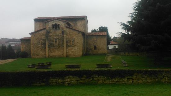 San Julian de los Prados : iglesia impresionante