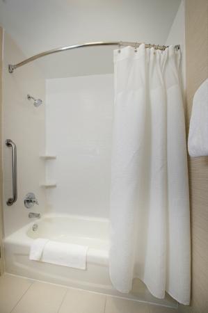 Residence Inn Huntsville: Guest Bathroom