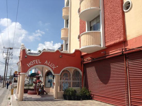 Hotel Alux Cancun : Es un hotel pequeño, muy bien ubicado