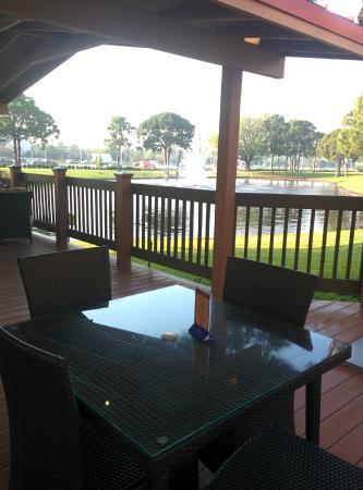Clarion Inn Lake Buena Vista: Area para comer al aire libre.
