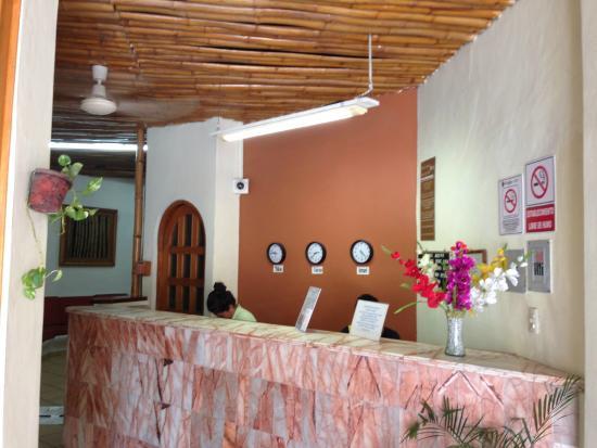 Hotel Alux Cancun: La recepción