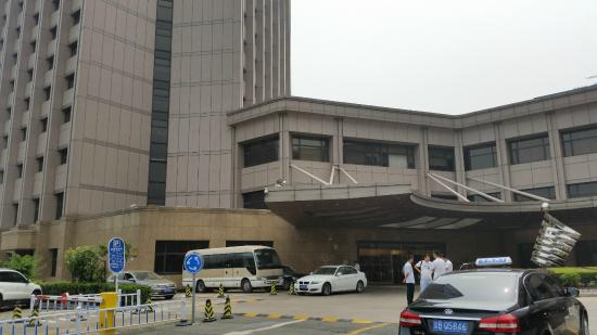 Zhaolong Hotel: enter