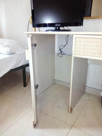 Hotel Trovador: FALTA EL MUEBLEBAR