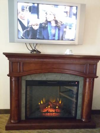 Best Western Plus Silverdale Beach Hotel : fireplace
