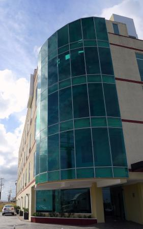 Comfort Inn Cancun Aeropuerto: widok na hotel