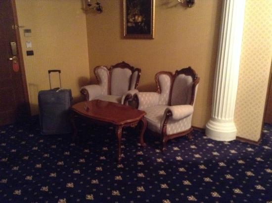 Grand Hotel London: The lounge with huge tv