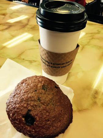 Javaroma Gourmet Coffee & Tea: Coffee and Muffin