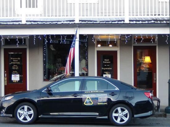 Weaverville Hotel & Emporium: Ladies will love the attached hotel store, patriotic too.