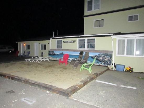 Robbins Motel : The Beach!!