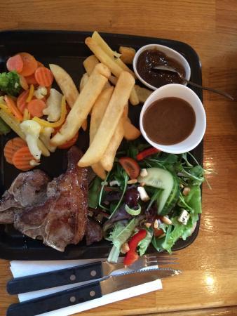 Kaffihus Grund: Lamb chops, salad, and fries.