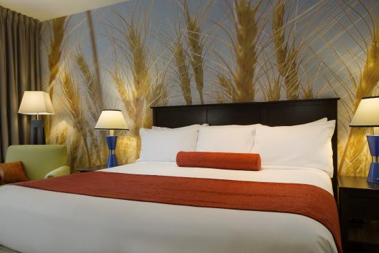 The Metcalfe Hotel: Inspiring murals adorn an accent wall in every guest room