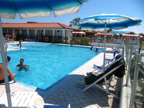Appartamenti bi trilocali picture of happy hotel marina di pietrasanta tripadvisor - Bagno italia marina di pietrasanta ...