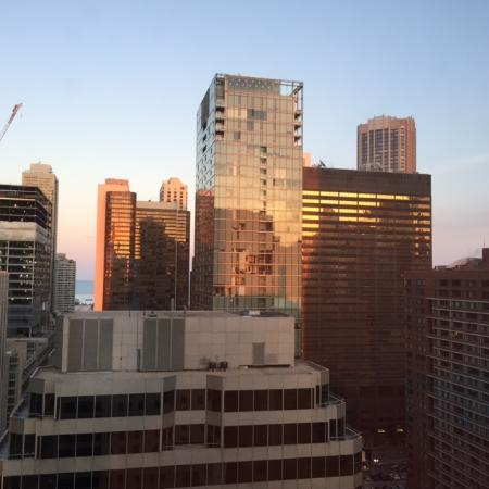 Courtyard by Marriott Chicago Downtown/Magnificent Mile: View to the east from 24th floor, sunset