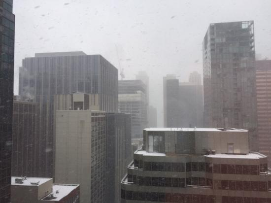 Courtyard by Marriott Chicago Downtown/Magnificent Mile: View to the east, freak snowstorm