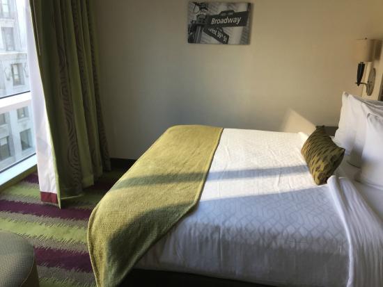 Best Western Premier Herald Square: King room 16th floor