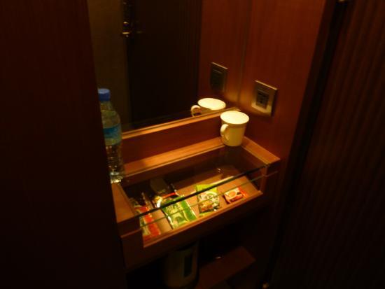 MAI HOTEL-Nanjin E.Branch : Пакетики с чаем и кофе