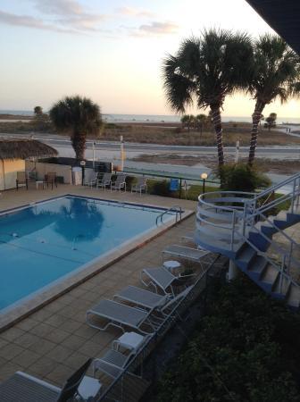 Arvilla Resort Motel Treasure Island: Pool view.