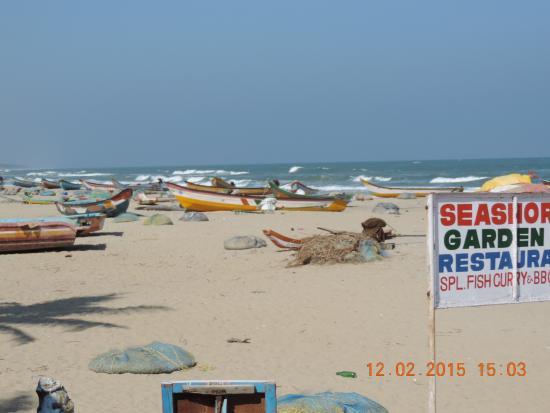 Sea Breeze Hotel: рыбацкие лодки