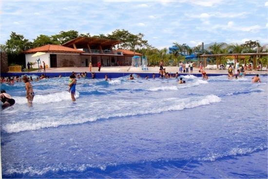 פריירה, קולומביה: Piscina de olas