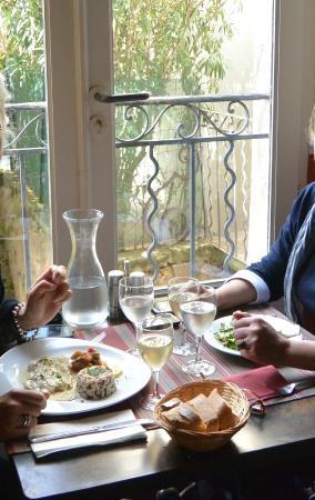 Le Platane: window table setting