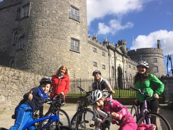 Κίλκεννι, Ιρλανδία: Happy Families