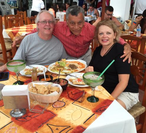 Victor's Place Cafe Tacuba: Great visit with Victor is part of the experience