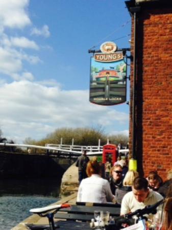 Double Locks Pub: Beautiful day for a pub lunch
