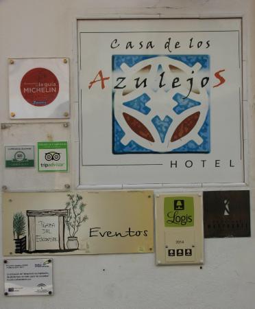 Casa de los Azulejos : In front of the hotel
