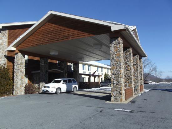 BEST WESTERN Berkeley Springs Inn: Main Entrance