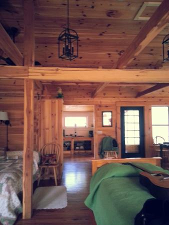 Irvine, KY: Comfortable beds, comfortable cabin