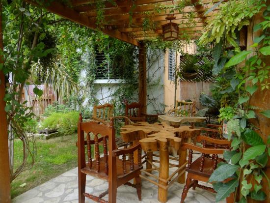 Hotel Las Gardenias: Garden in Las Gardenias El Remate Tikal