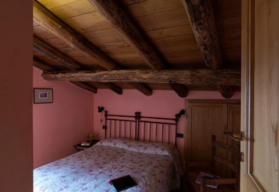 Azienda Agrituristica Costa d'Orsola : aspetto piacevole e confortevole, con i loro letti decorati in ferro battuto
