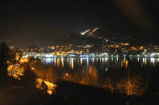Le Manoir au Lac : Une descente à skis de nuit (piste illuminée)