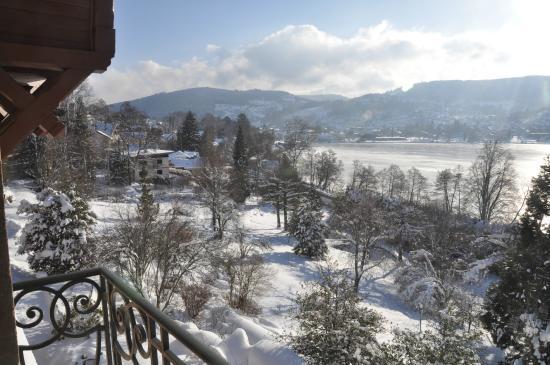 Le Manoir au Lac : Vue du site hôtelier en direction de Gerardmer