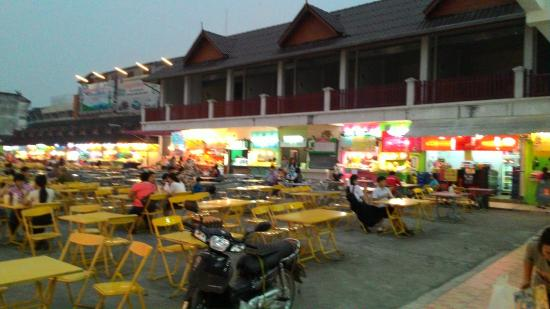 B2 Chiang Rai : Food court