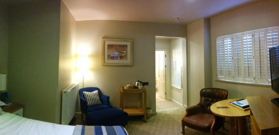 St Brides Spa Hotel : Room with couch and amenities table