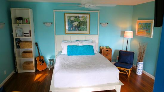 Tutu (Two) Mermaids on Maui Bed and Breakfast: Poolside Studio Sweet