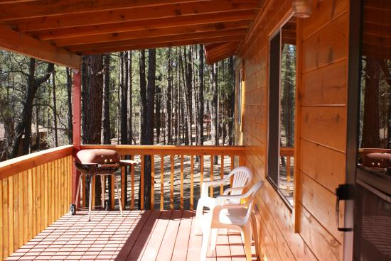 Whispering Pines Resort: Front deck