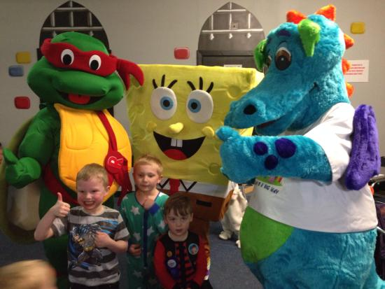 Funtastic Softplay Centre: Doogie and Spongebob just loved meeting Raphael!!