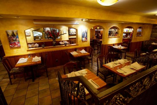 Wine Cellar Restaurant Warm relaxed ambiance & Warm relaxed ambiance - Picture of Wine Cellar Restaurant Los ...