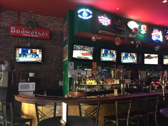 Great happy hour picture of union square sports bar san for Bar food union square san francisco